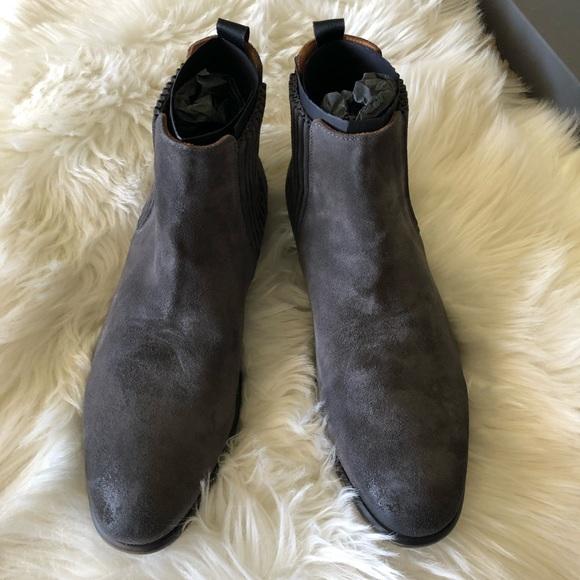 62334090889 John Varvatos Chelsea Boots
